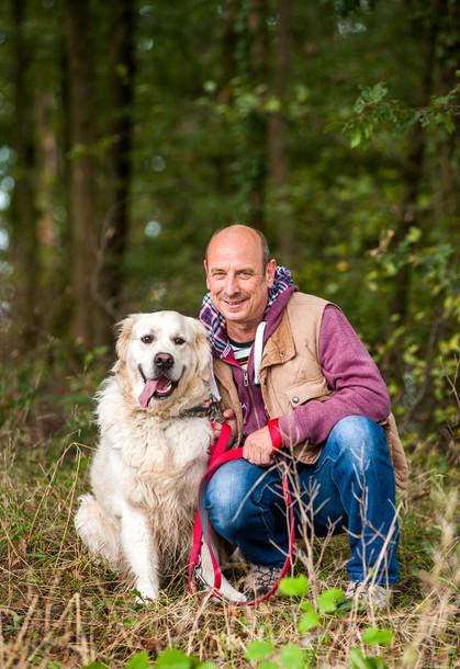 Markus Schmitt mit seinem Golden Retriever Jimmy