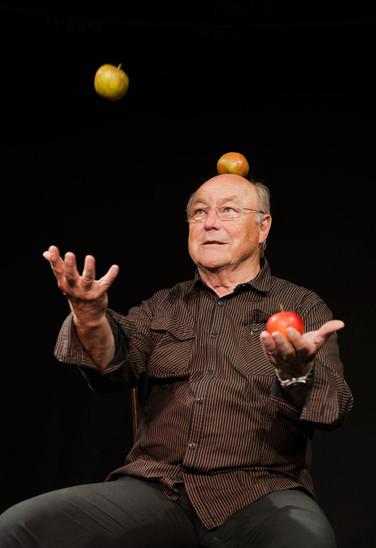 Die Apfel-Jonglage