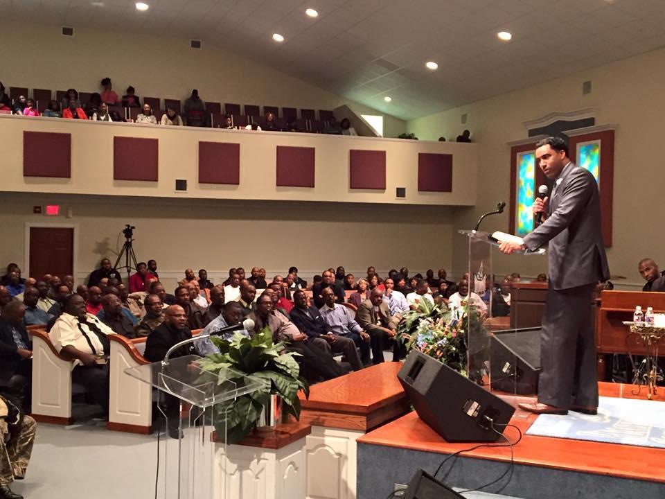 Dr Tartt Preaching at Mandate 2016