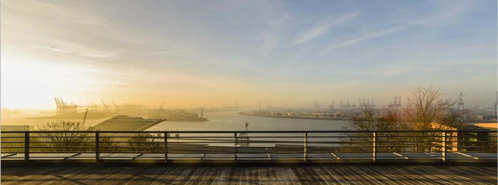 Traumhafter Ausblick auf den Hamburger Hafen