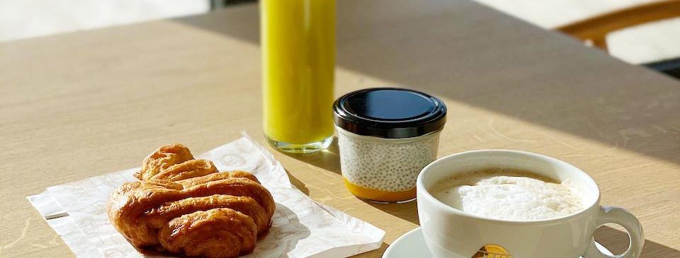 Frühstück mit bestem Blick