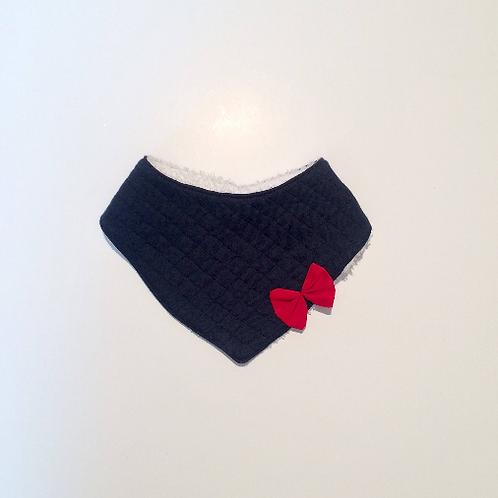 Bavoir bandana bleu marine et noeud rouge