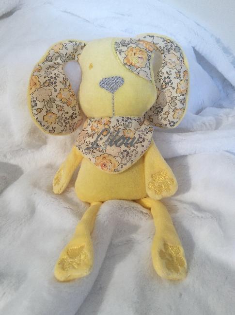 Doudou personnalisé chien jaune et liberty