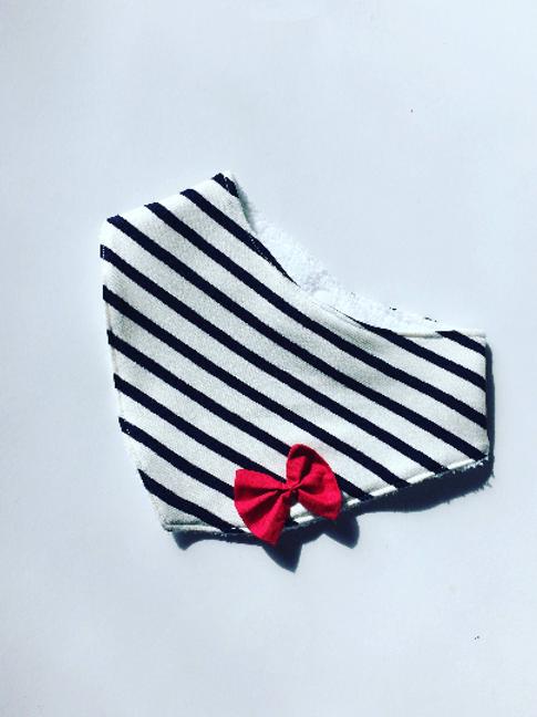 Bavoir bandana marinière et noeud rouge de coté