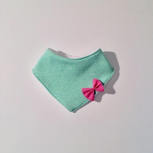 Bavoir bandana mint et noeud rose