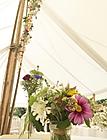 Décoration florale du Chapiteau location chapiteau bambou proche de pris mariage dans un château