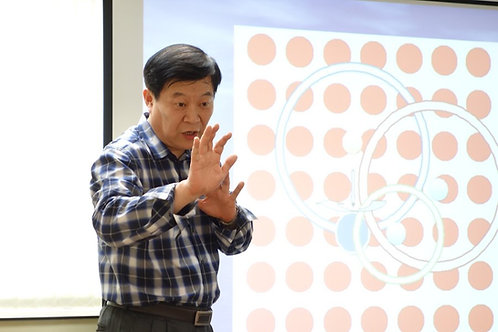 孫世豐老師講課和示範「空的中心」
