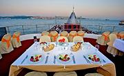 TOi Azul Barco Dinner Cruise