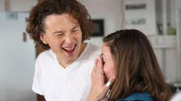 Benoit et Olivia rigolent