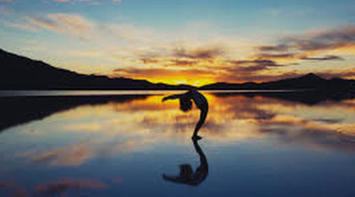 Yoga et coucher de soleil