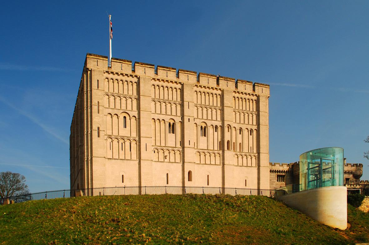 Norwich_Castle_keep,_2009
