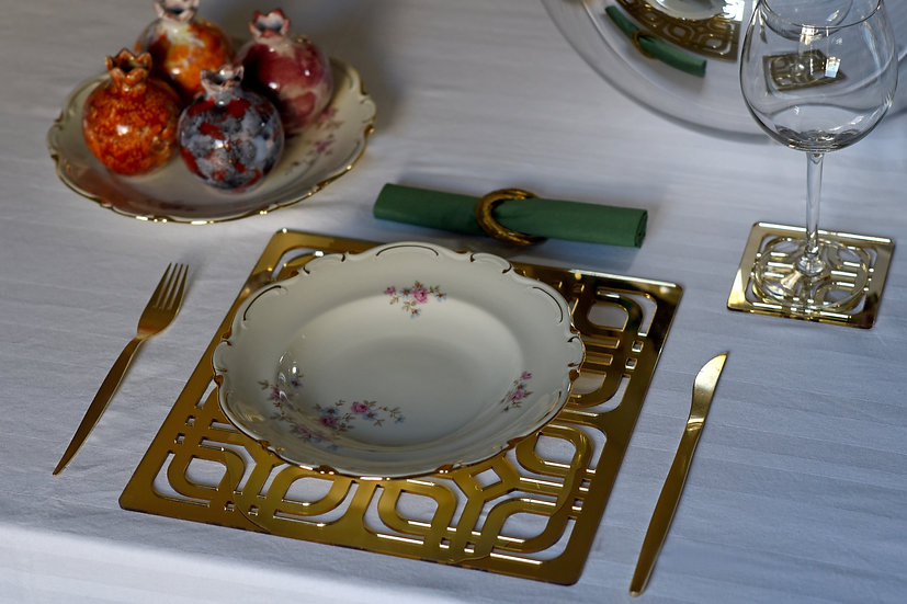 Golden mirror placemat