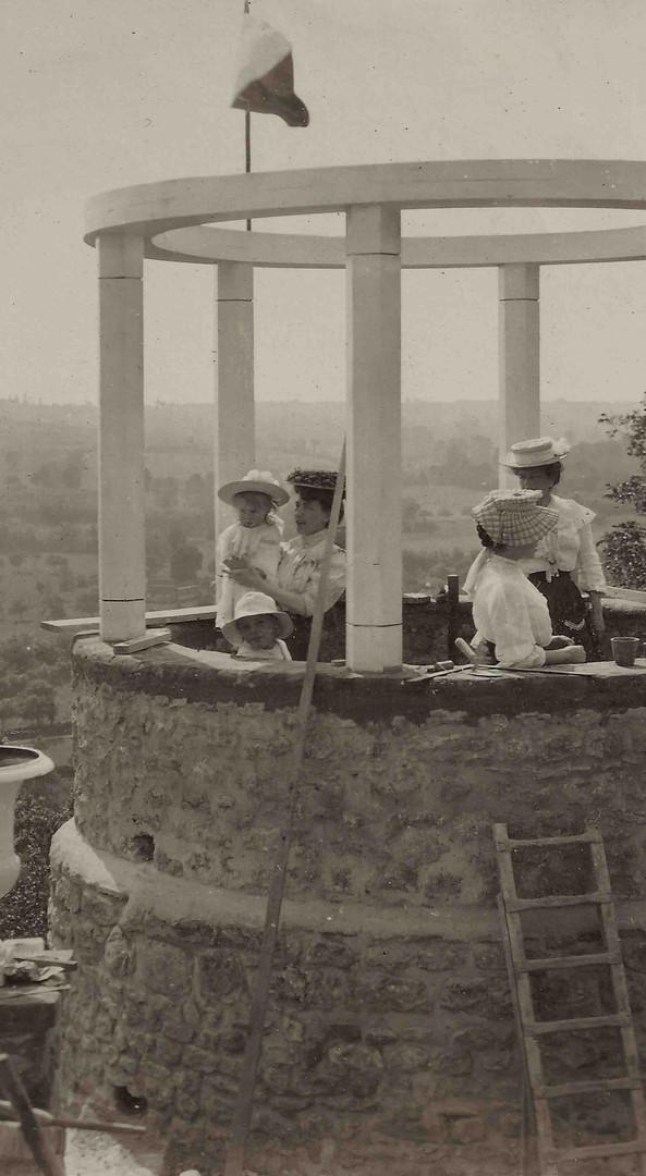 Construction du Temple de l'Amour vers 1908