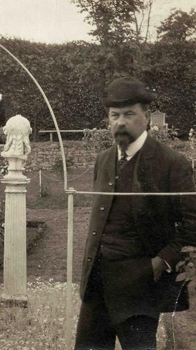 Henri Le Sidaner in the rose garden around 1909