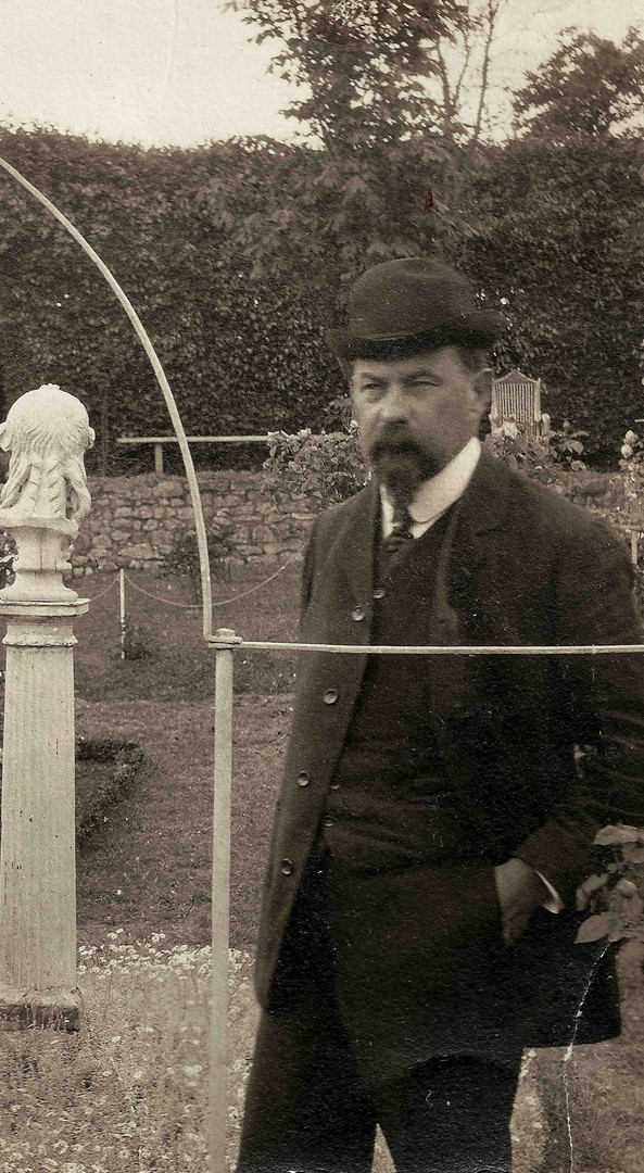 Henri Le Sidaner in the rose garden around 1909
