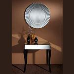 Donnez de l'authenticité à votre chambre ou à votre entrée avec un éclatant miroir, Sunny. Un miroir rond avec des bandes de miroir à facettes comme un cadre qui rappelle les rapelle les rayons du soleil. Il fera beau tous les jours avec ce miroir au mur. Ce miroir rond stylisé mettra de la vie dans un intérieur classique. Ce miroir mural deviendra également un élément décoratif incontournable dans un salon ou un bureau contemporain. Un miroir moderne qui invite à la rêverie et à l'évasion.