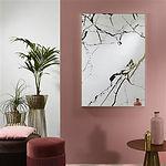 L'aspect graphique du marbre véritable donne à ce miroir une touche chic. La couleur bronze sous-jacente de ce miroir design adoucit les lignes sombres, on la retrouve également dans le cadre raffiné en aluminium doré mat, parfaitement fini. Ce miroir peut être suspendu en position horizontale et verticale. Marble est de la classe