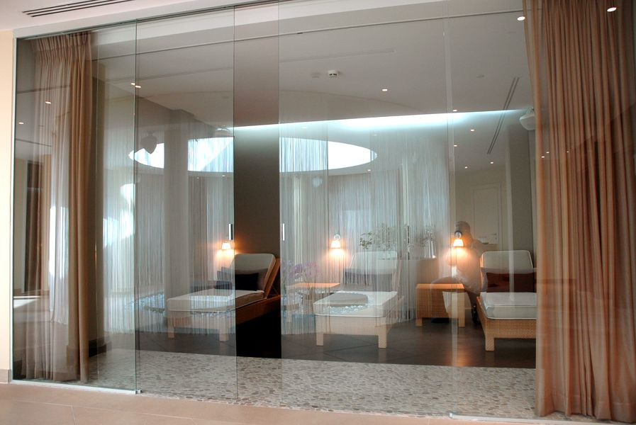 Cloison vitrée avec portes coulissante