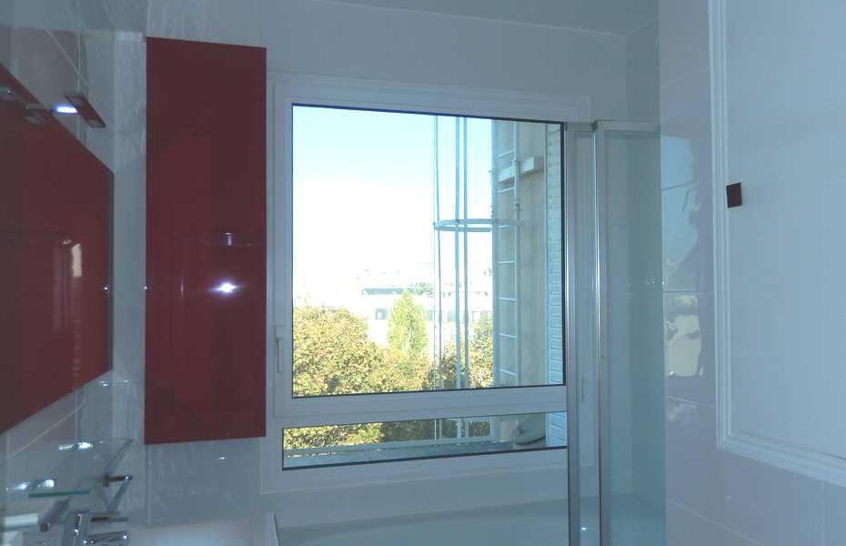 Fenêtre oscillo-battante avec soubassement vitré