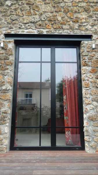 Fenêtre fixe atelier d'artiste
