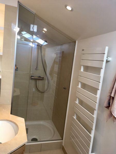 Fixe et porte de douche en trapèze