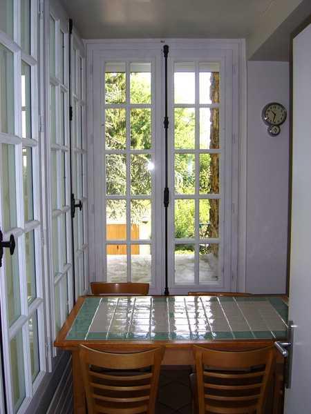 Portes-fenêtres bois avec crémones olive et petits bois