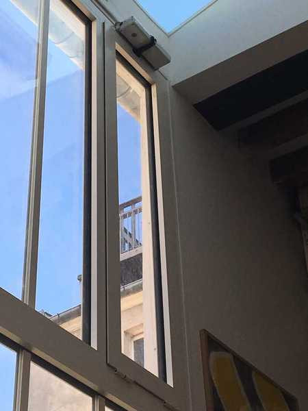 Fenêtre à soufflet motorisé