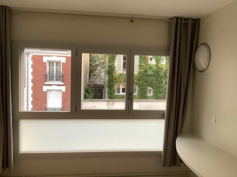Fenêtre double avec un fixe et une allège vitré