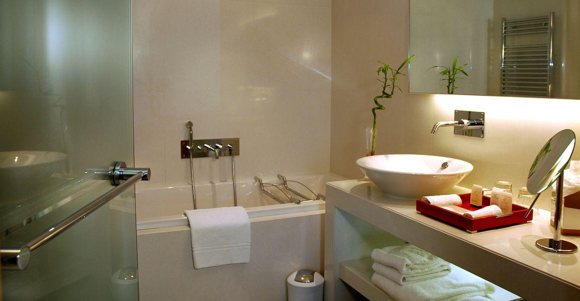 Porte de douche et miroir