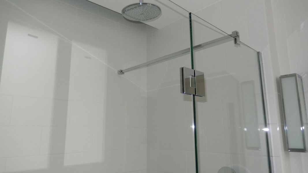 Douche avec raidisseur