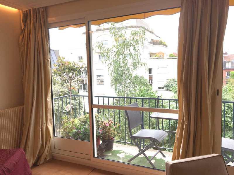Porte-fenêtre coulissante avec vantaux inégaux