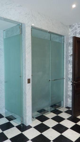 Porte de douche sur pivot