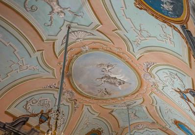 Particolare del soffitto affrescato della Galleria di Diana