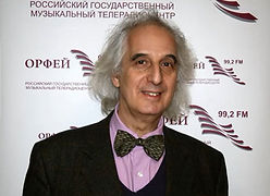 Александр Майкапар на радио орфей.JPG