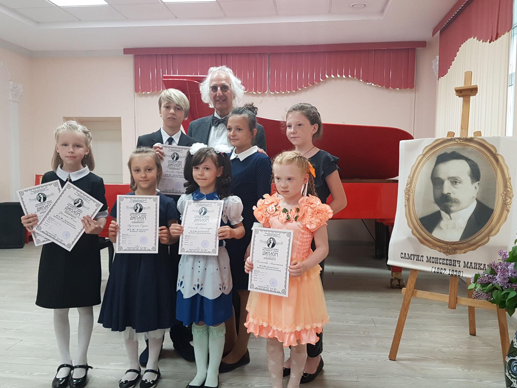 А. Майкапар с лауреатами фестиваля