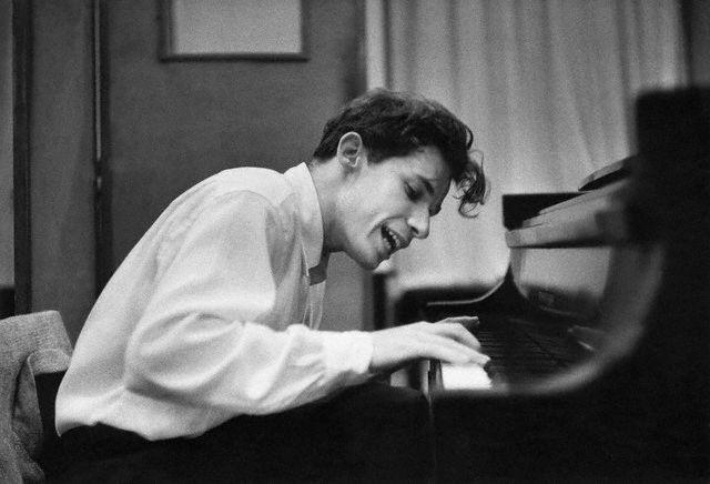 Глен Гульд за роялем