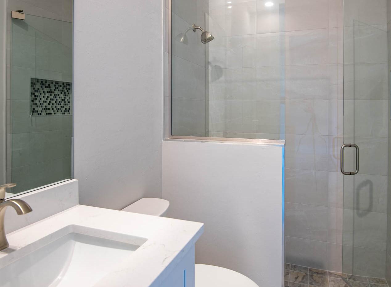 1415 Belvedere Ave Bathroom