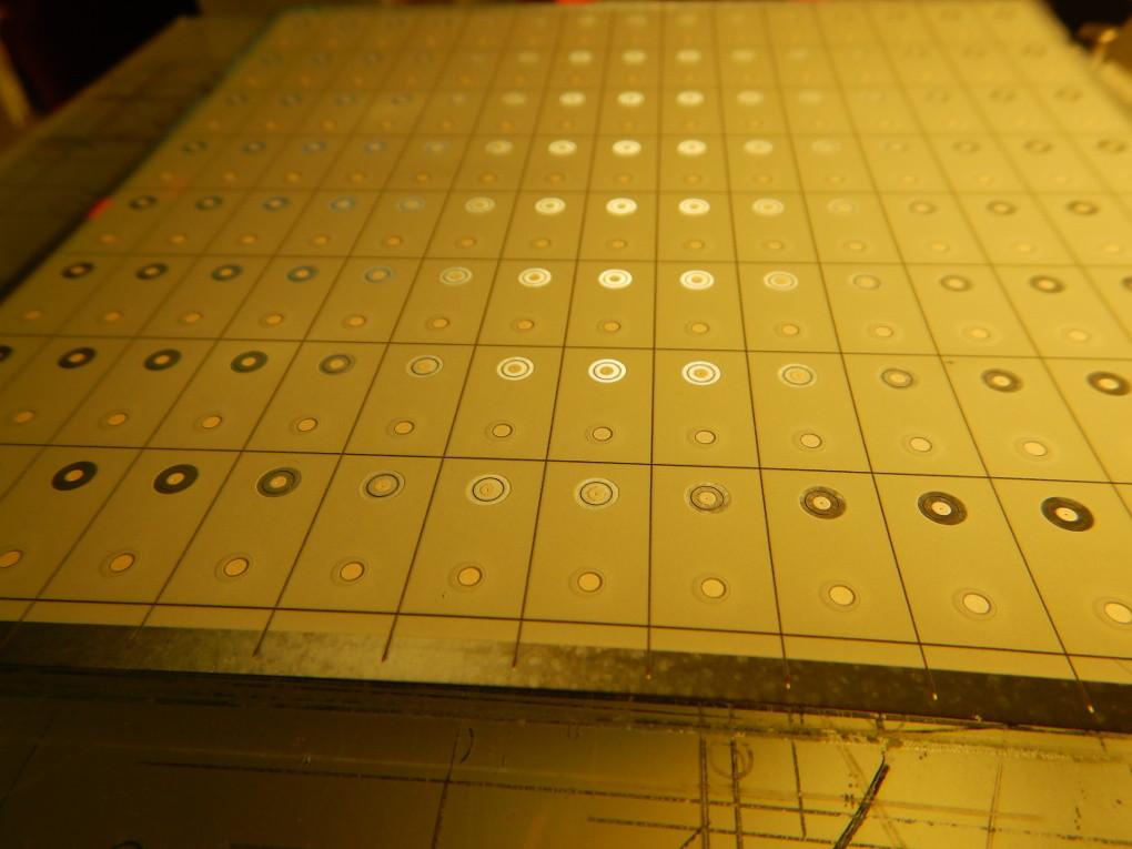 Detail laserového rýhování.