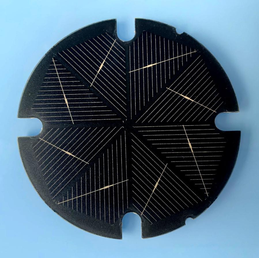 Minimodul pro napájení osvětlení pochozí skleněné dlaždice. Zakázkový design MWT článků, design a výroba minimodulů >4000 ks.