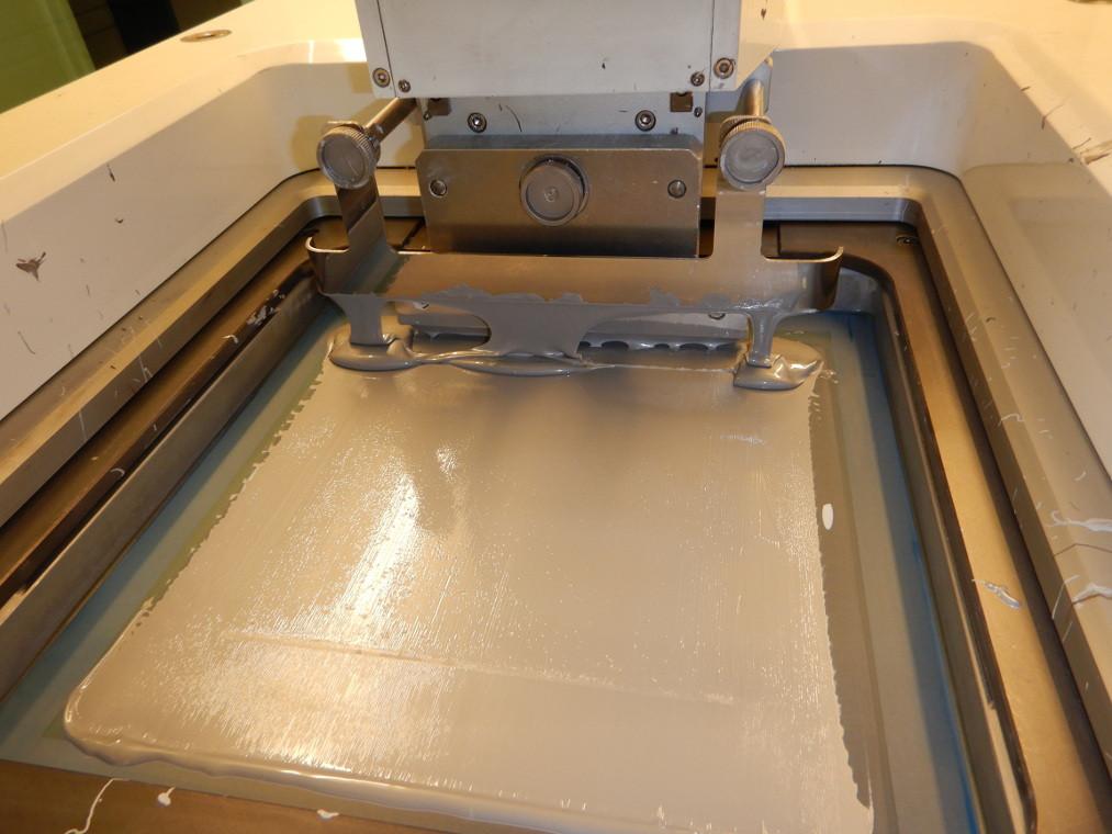 Sítotisk hliníkové metalizace na zadní sraně FV článku.
