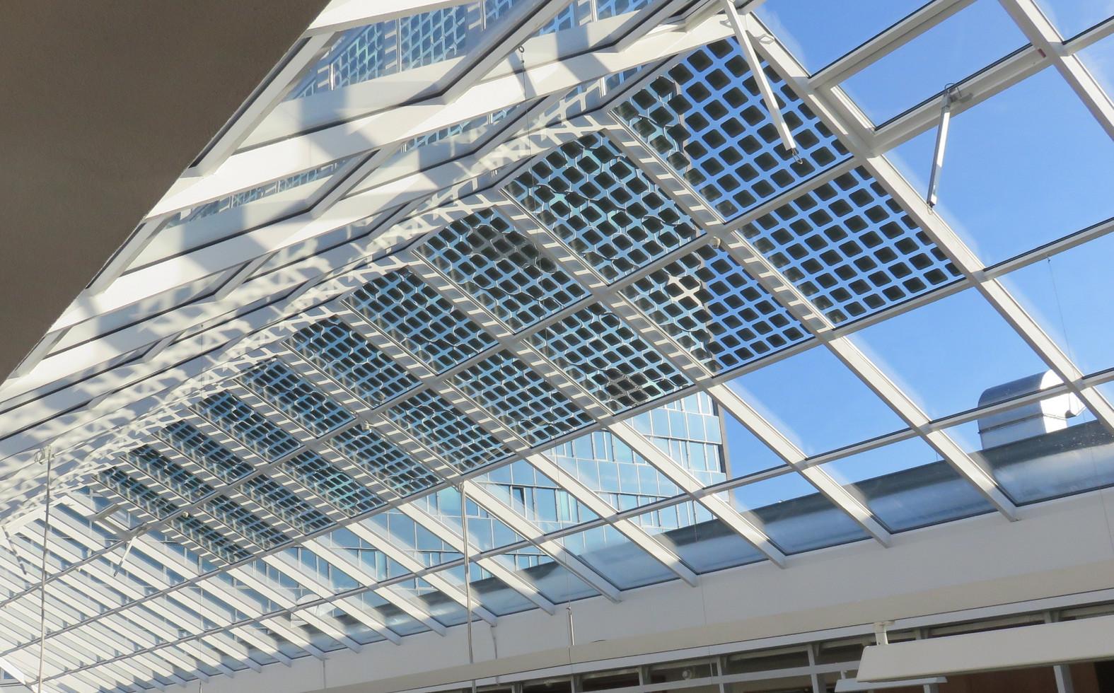 Atrium Fakulty Stavební ČVUT.  Revitalizace zastřešení pomocí fotovoltaických izolačních dvojskel. Návrh, výroba fotovoltaických panelů a osazení včetně připojení do sítě.