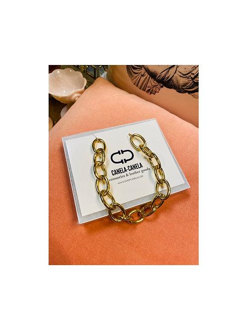Oversized chain gold choker