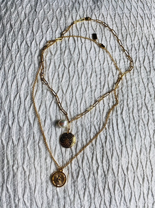 Circle pendant with pearl necklace