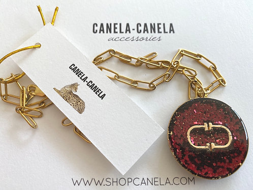 Red medalla necklace