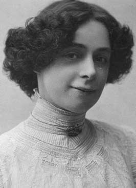 Portrait of Bess Houdini in the early 1900s