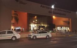 Crónica en el aeropuerto; Asalto de película al camión de valores