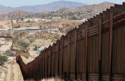Trump asigna 2 mil 600 mdd para iniciar la construcción del muro