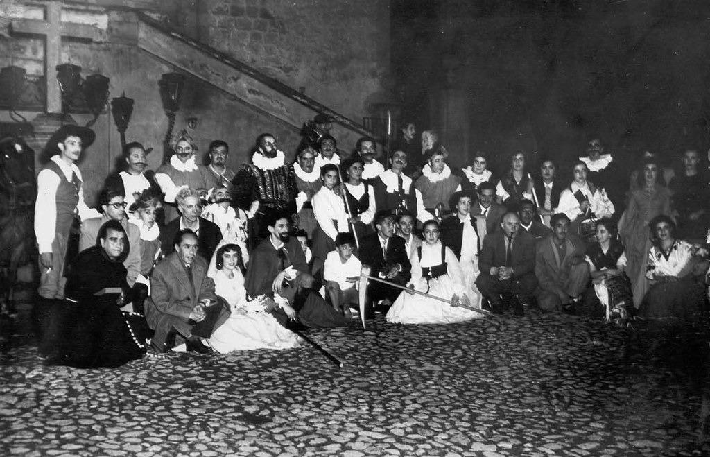 Don Eugenio Trueba con el Teatro Univers