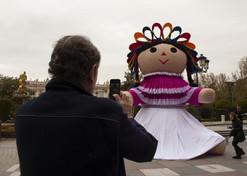 La muñeca Lele de gira por el mundo