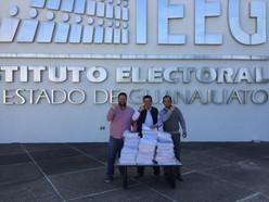 """""""El Bravo"""" Fonseca entrega firmas al IEEG"""